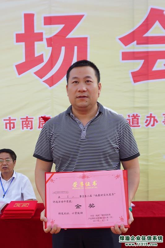 西华顺阳光家具有限公司是一家专业生产、经营中高档橡木套房家具的企业